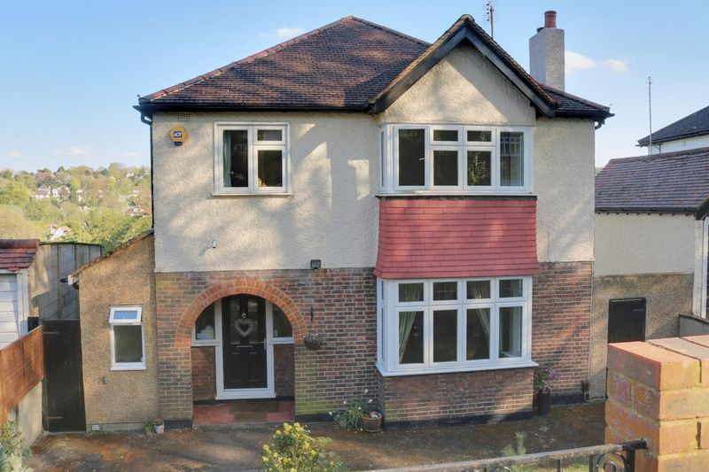 5 bed Detached for rent in Coulsdon. From Frost Estate Agents