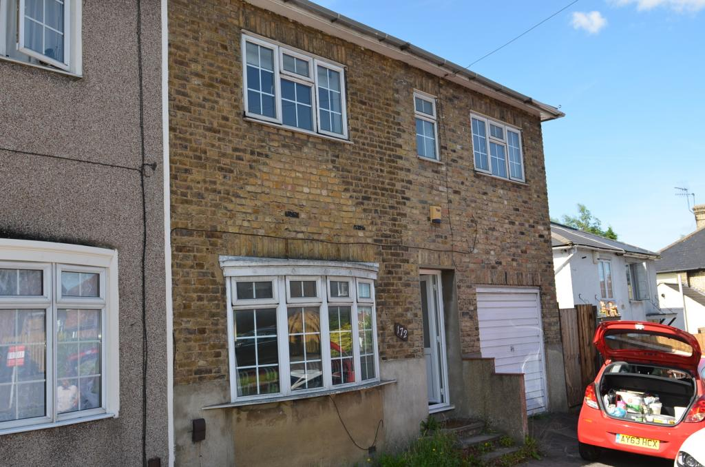 4 bed Semi-Detached House for rent in Potters Bar. From Bentleys Lettings