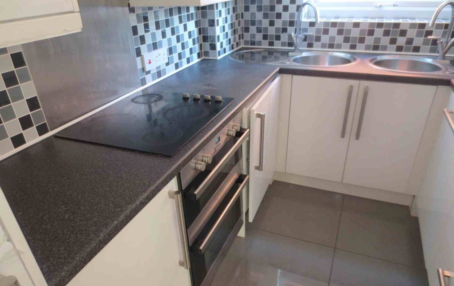 2 bed Apartment for rent in Salford. From Cozyhomes 4u Ltd